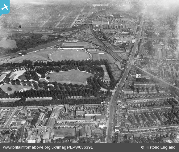 http://britainfromabove.org.uk/sites/all/libraries/aerofilms-images/public/580w/EPW/036/EPW036391.jpg
