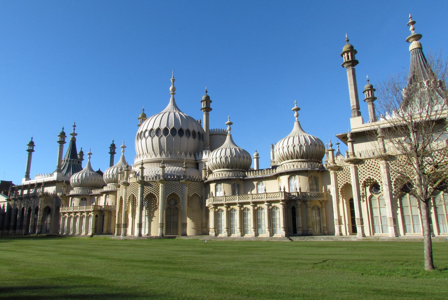 The royal pavilion and environs brighton 1926 britain for The brighton