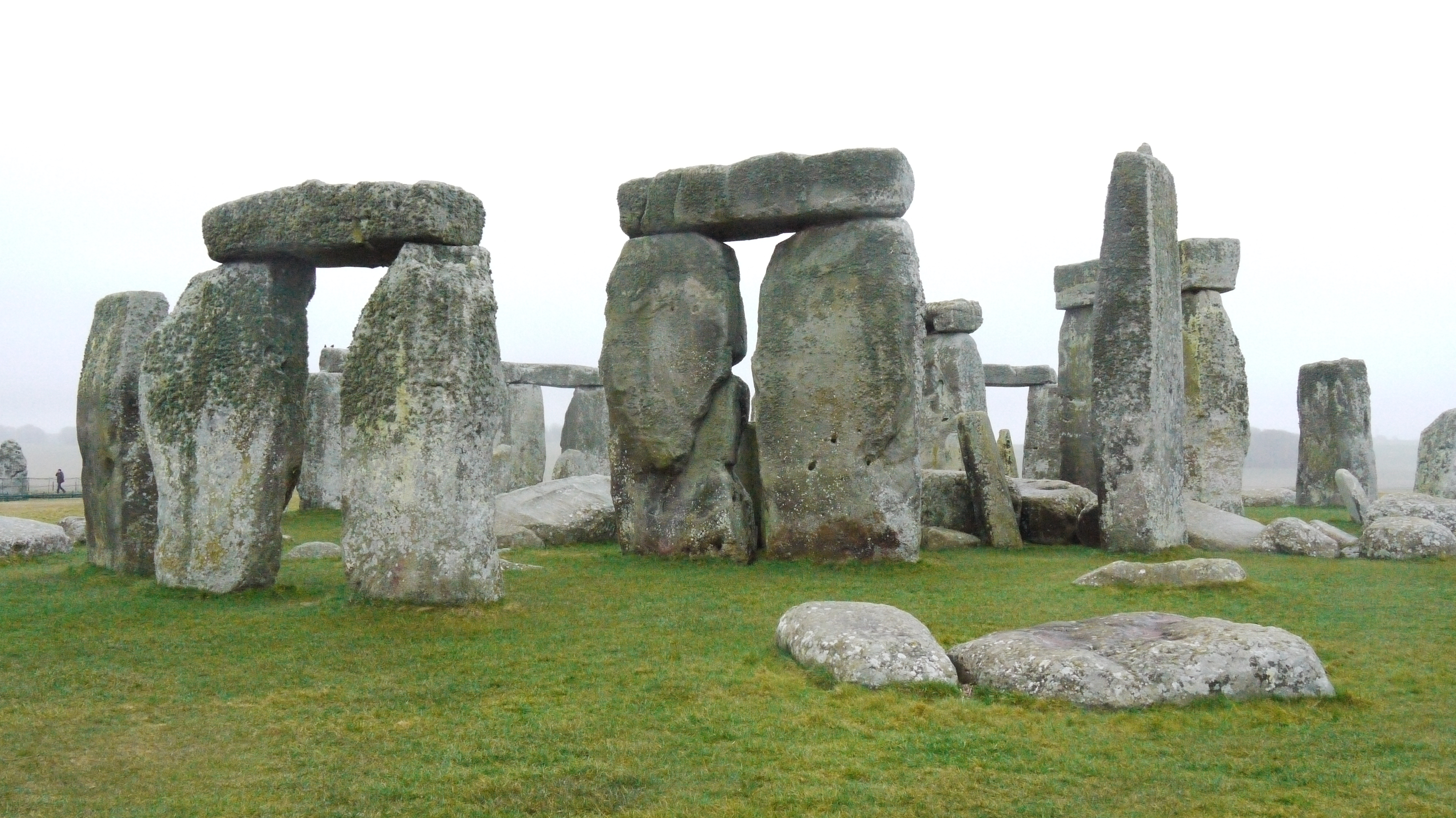 stonehenge architecture essays The second phase of work at stonehenge occurred approximately 100-200 years later and involved the setting up of upright wooden posts, possibly of a roofed structure, in the center of the henge, as well as more upright posts near the northeast and southern entrances.